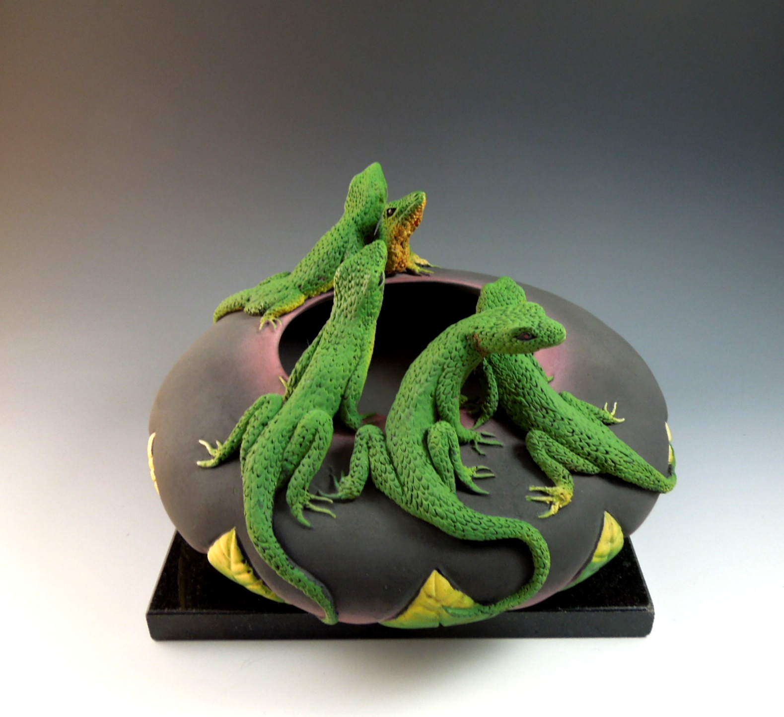 ACGA-Five lizard Bowl side view